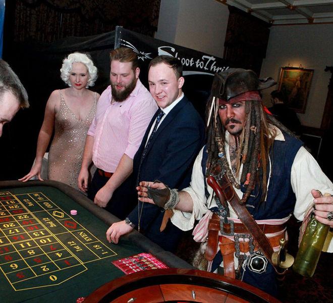 Capt jack lookalike plays roulette