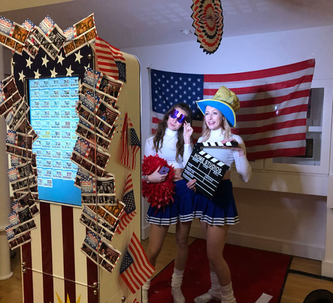 American theme selfie pod with props